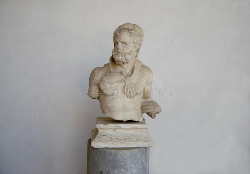 Старая скульптура сатира в фонтанах в ваннах Diocletian стоковое фото