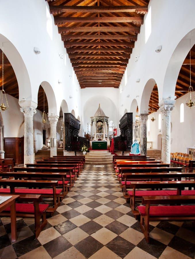 старая собора нутряная стоковое изображение rf