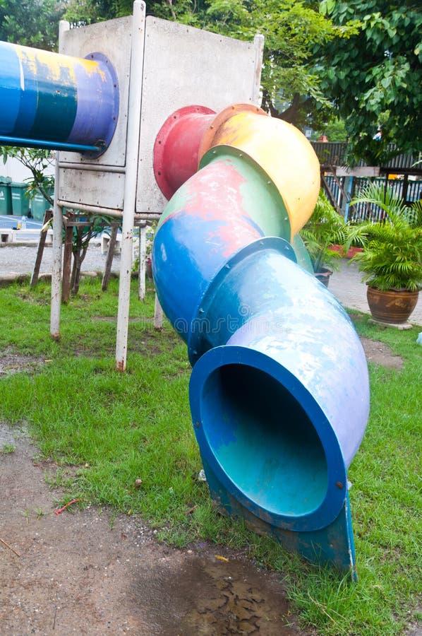 Download Старая спортивная площадка детей Стоковое Изображение - изображение насчитывающей игра, красно: 33736071