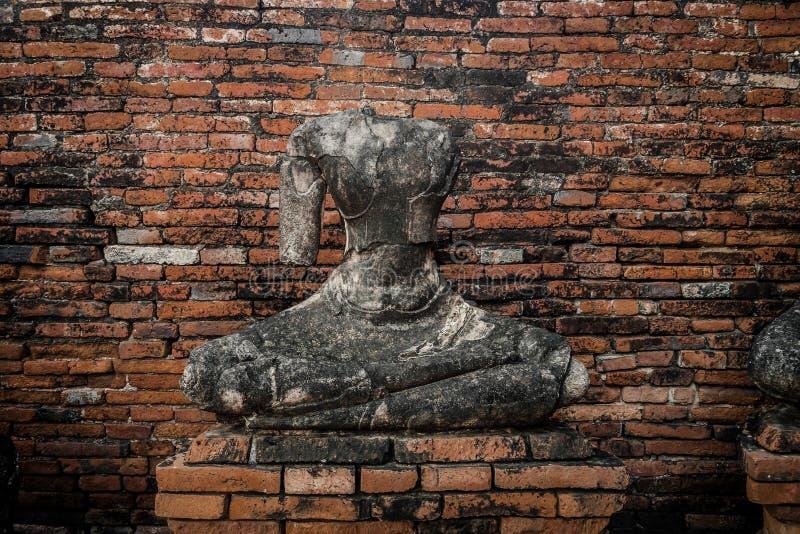 Старая статуя Будды без головы стоковая фотография