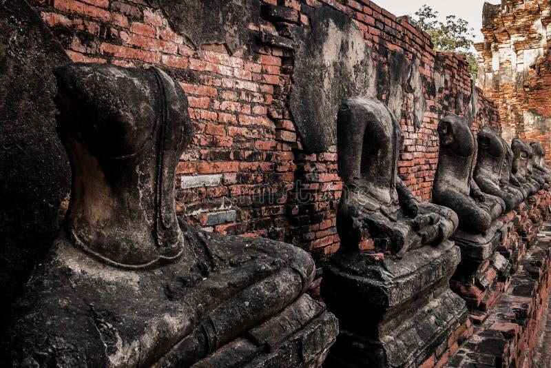 Старая статуя Будды без головы стоковые изображения