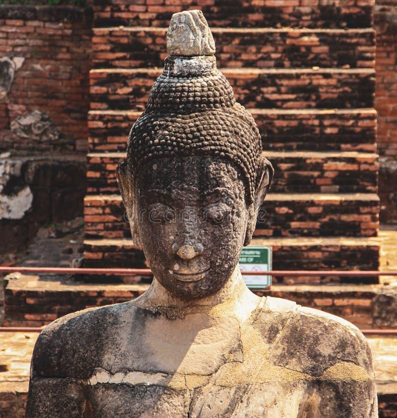 Старая статуя Будды в Ayutthaya, Таиланде стоковая фотография
