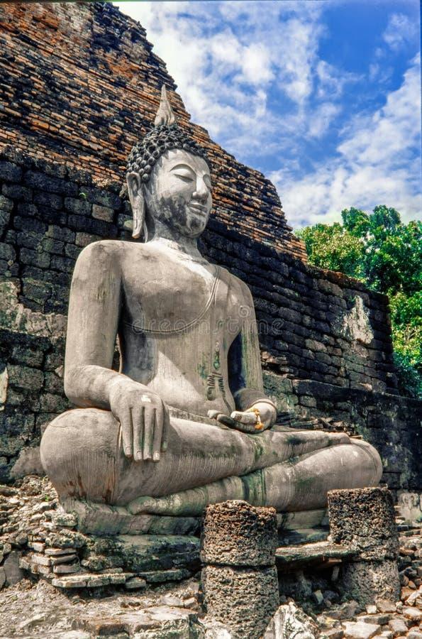 Старая статуя Будды на парке Sukhothai историческом, виске Mahathat Таиланд стоковое фото