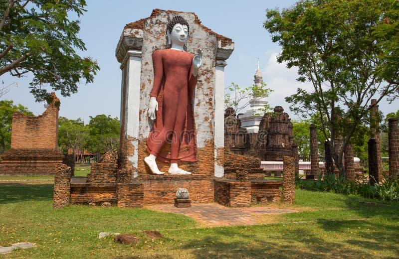 Старая статуя Будды на Wat Mahathat Sukhothai, древнего города, Samut Prakan, Таиланда стоковые изображения rf