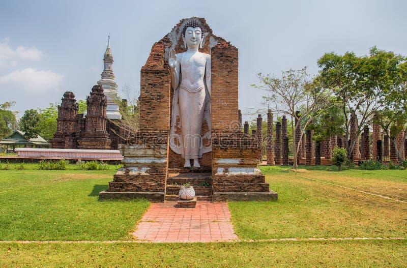 Старая статуя Будды на Wat Mahathat Sukhothai, древнего города, Samut Prakan, Таиланда стоковая фотография