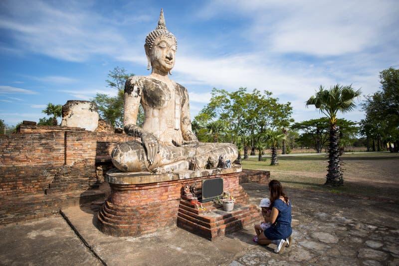 Старая статуя Будды на парке Sukhothai историческом, Таиланде стоковое изображение
