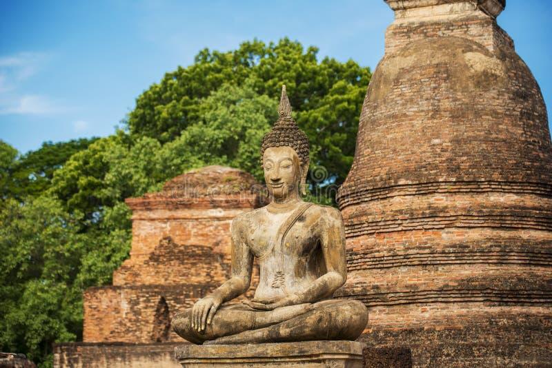 Старая статуя Будды на парке sukhothai историческом стоковые фото