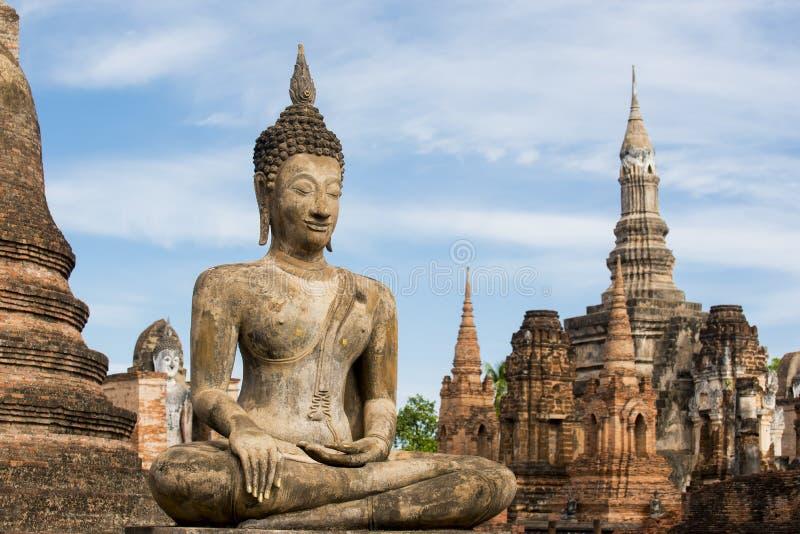 Старая статуя Будды на парке sukhothai историческом стоковая фотография rf