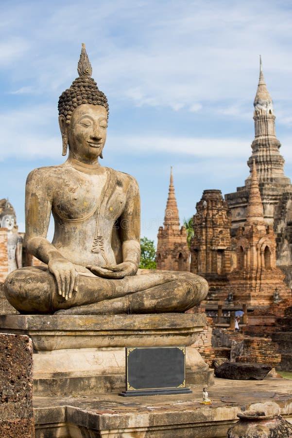 Старая статуя Будды на парке sukhothai историческом стоковое изображение rf