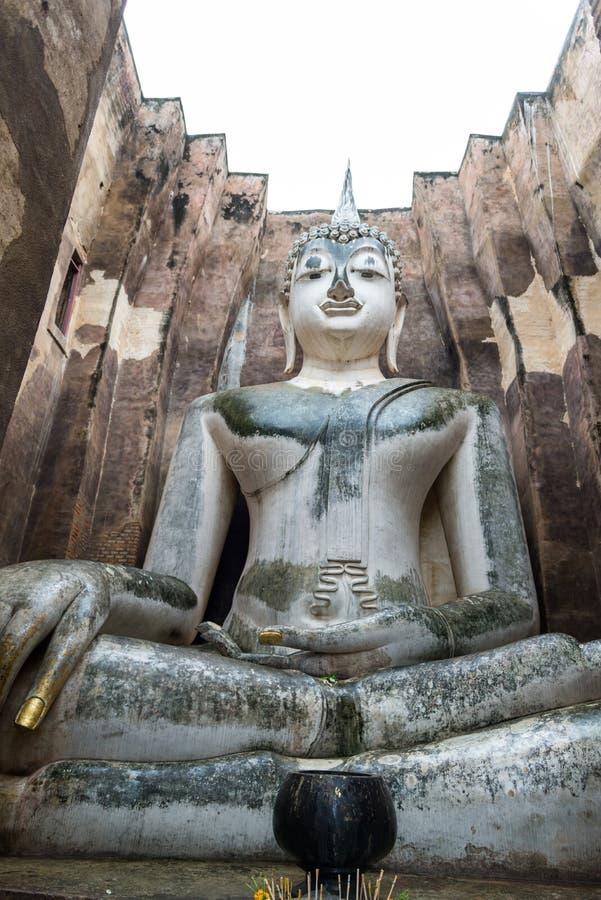 старая статуя Будды (Phra Achana) в приятеле Wat Si (буддийском tem стоковые фото
