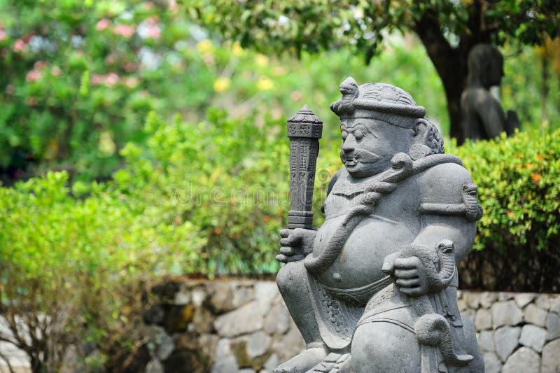Старая статуя в монастыре Candi Mendut около Borobudur центрально стоковые изображения