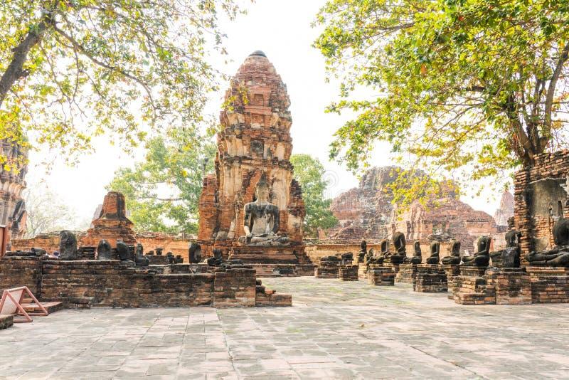Старая статуя, пагода и висок Будды на провинции Ayuthaya, t стоковая фотография