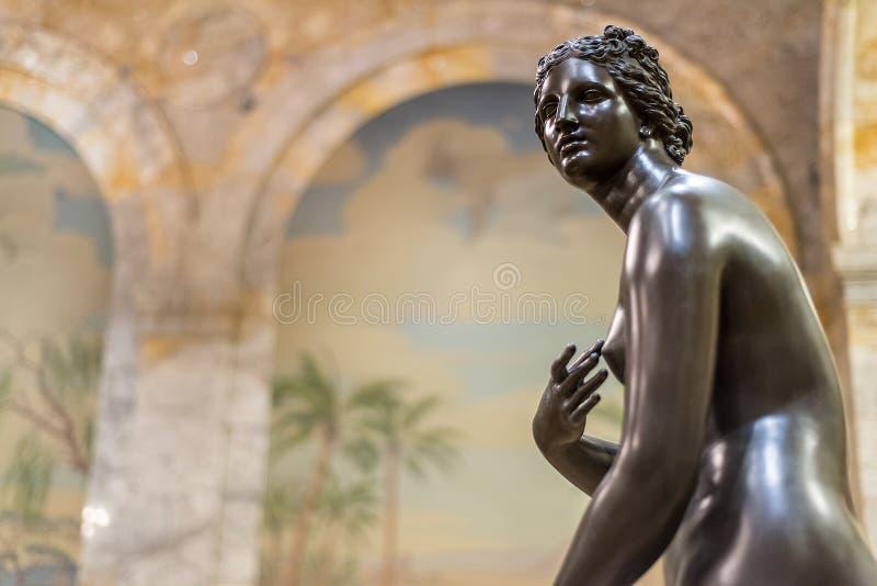 Старая статуя римской женщины стоковое фото rf