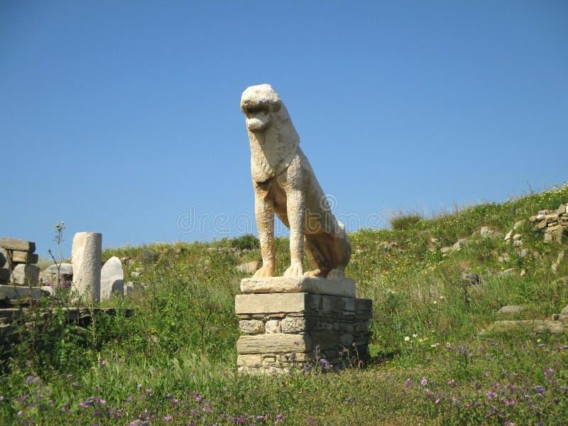 Старая статуя льва, известный символ археологических раскопок острова Delos, Греции стоковые изображения