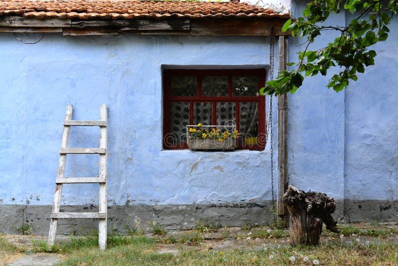 Старая стена дома стоковое изображение