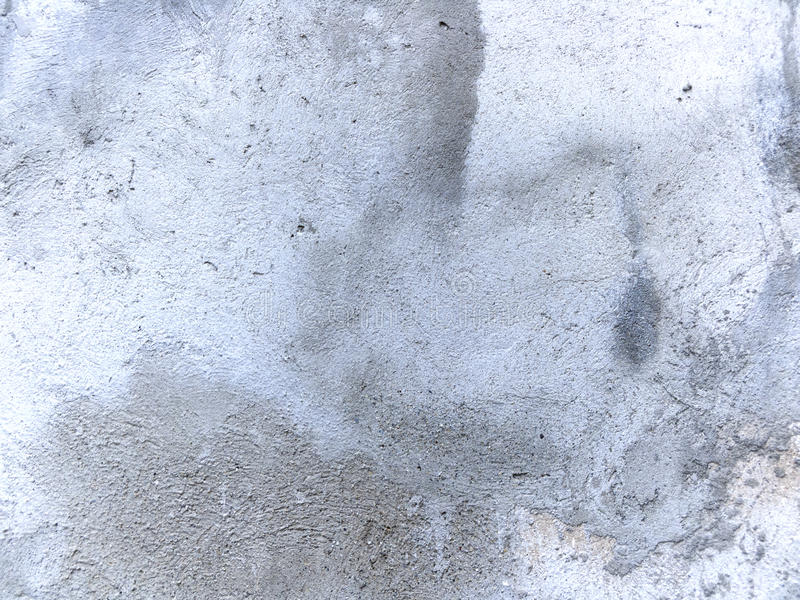 Старая стена с влажным гипсолитом стоковые изображения