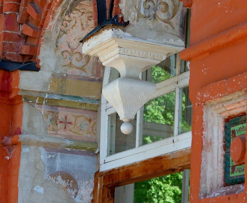 Старая стена с элементами настенной росписи стоковое изображение