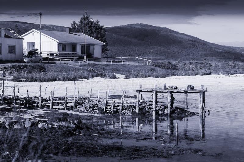 Старая сломанная предпосылка sepia ландшафта пристани голубая стоковые фото