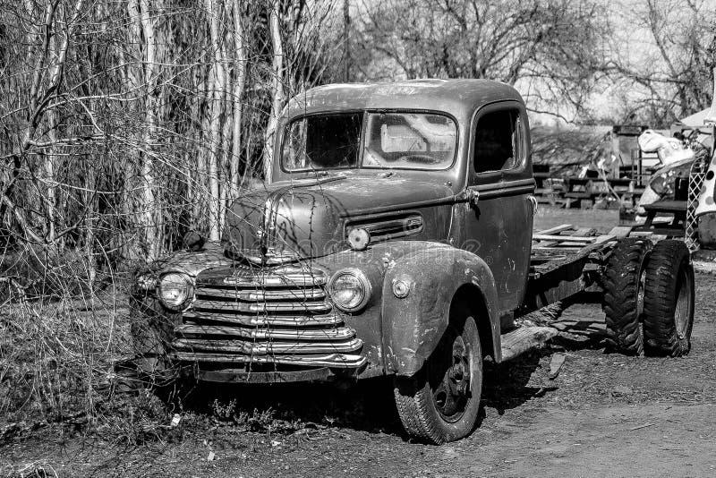 Старая тележка, получившееся отказ, американскоеся производство стоковое фото