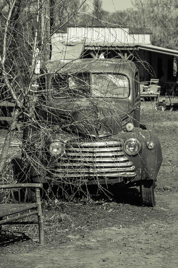 Старая тележка, получившееся отказ, американскоеся производство стоковые изображения rf