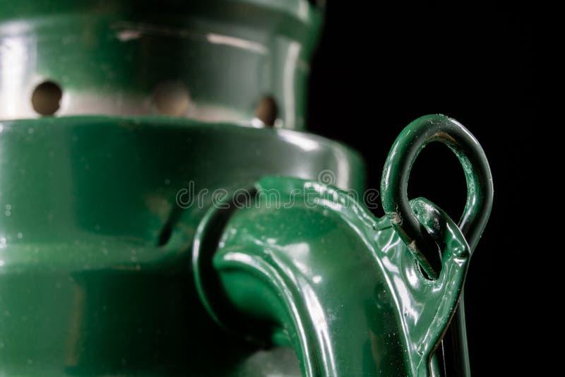 Старая технология для внутреннего освещения Масляная лампа, фитиль, керосин i стоковые фото