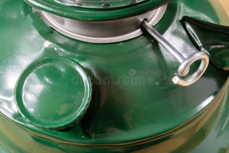 Старая технология для внутреннего освещения Масляная лампа, фитиль, керосин i стоковое фото rf