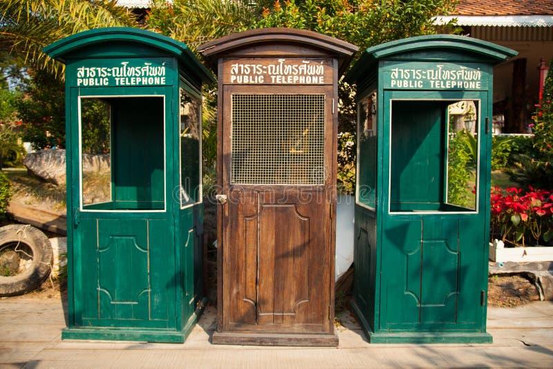 Старая телефонная будка. стоковое изображение