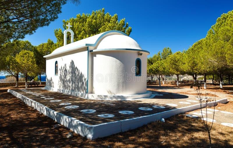 Старая типичная греческая церковь на острове Родоса, Греции стоковые фотографии rf