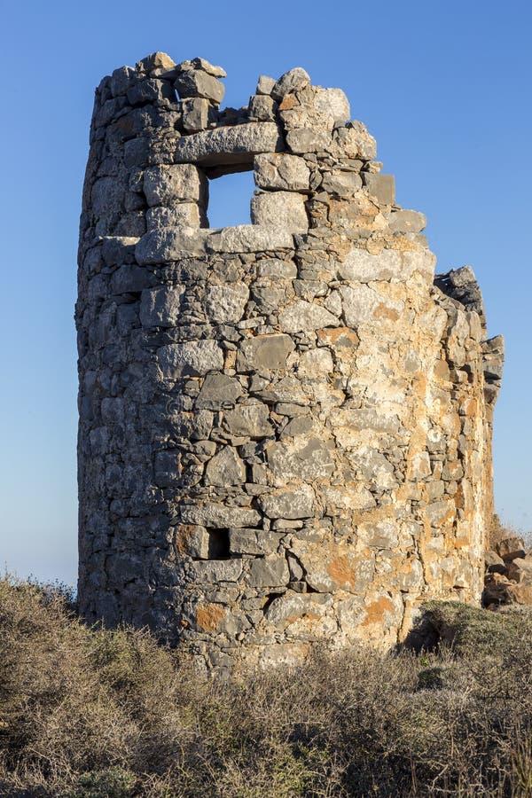 Старая традиционная ветрянка в горе Крит Греция стоковое изображение rf
