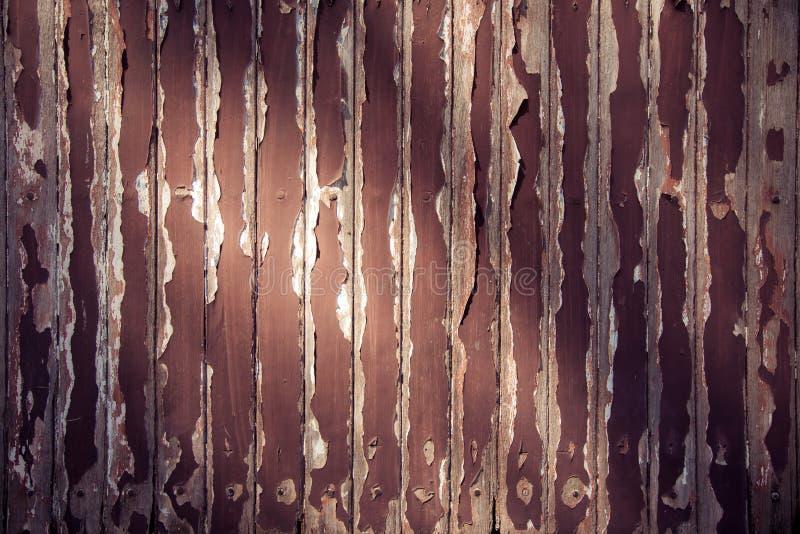 Старая треснутая деревянная панель с освещением стоковое изображение