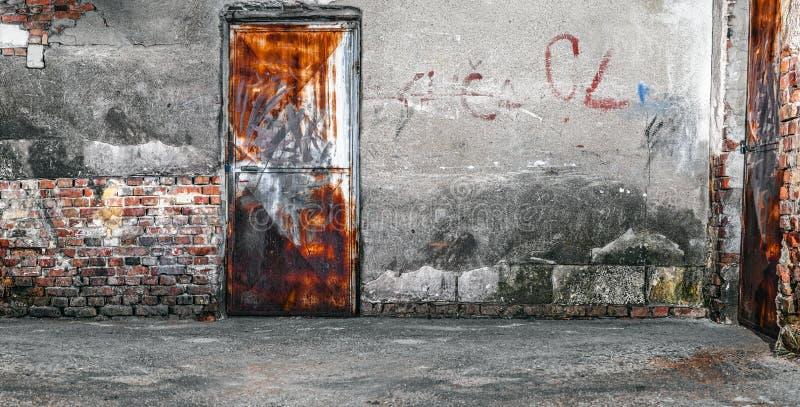 Старая треснутая или grungy комната стоковые фотографии rf