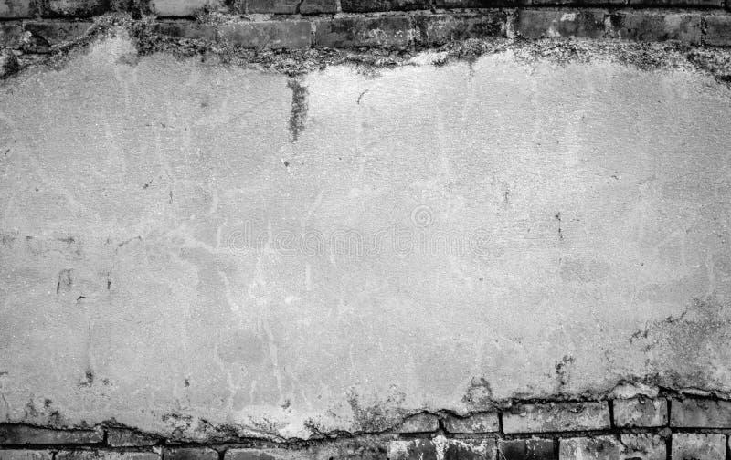 Старая треснутая конкретная винтажная кирпичная стена стоковые изображения