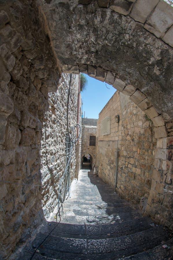 Старая улица Иерусалима города в каникулах туризма лета стоковые изображения rf