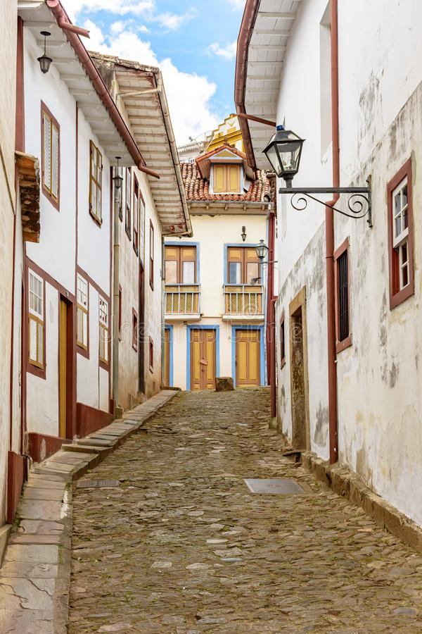 Старая улица на колониальной и hisgoric деревне Ouro Preto стоковые фотографии rf