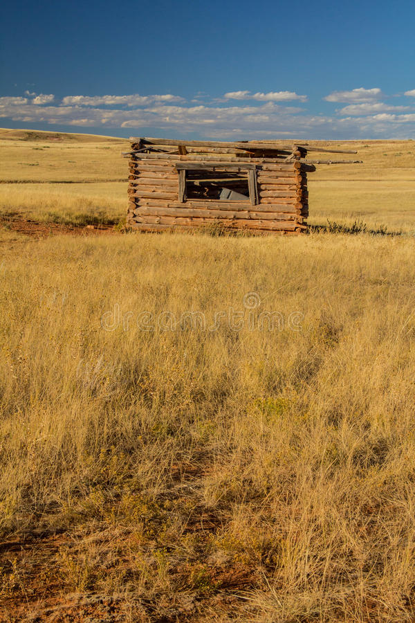 Старая усадьба ранчо на прерии стоковое изображение rf