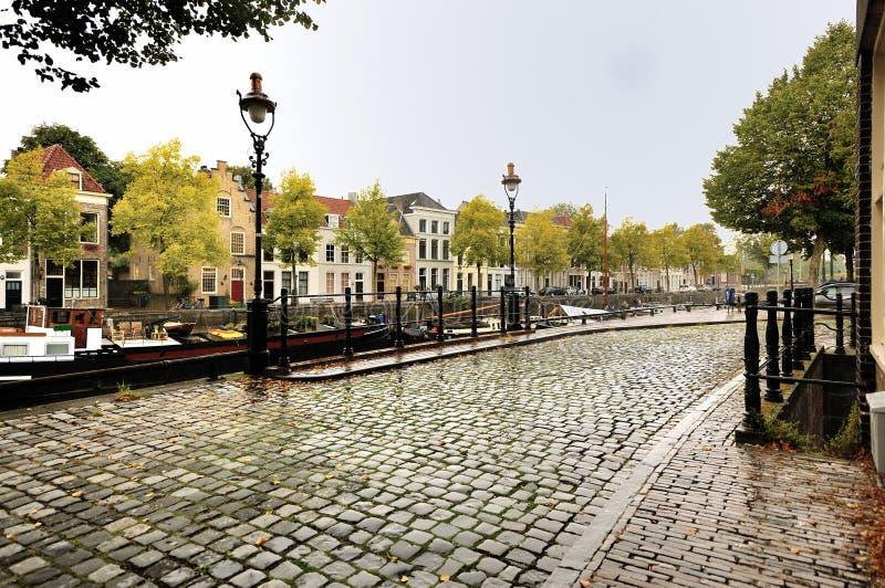 Старая улица в дожде стоковое изображение rf