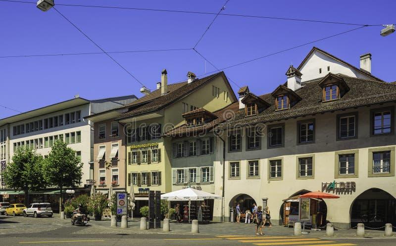 Старая улица городка в городе Thun, Швейцарии стоковая фотография