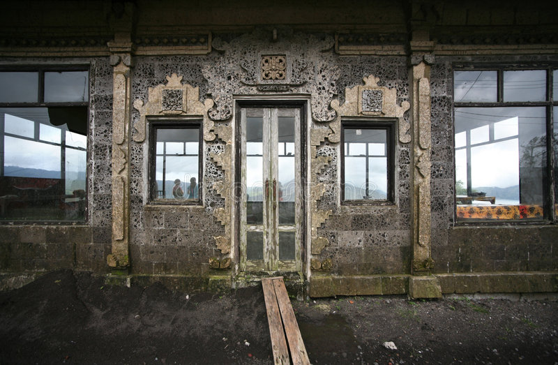 старая фасонируемая дверью стоковые фотографии rf