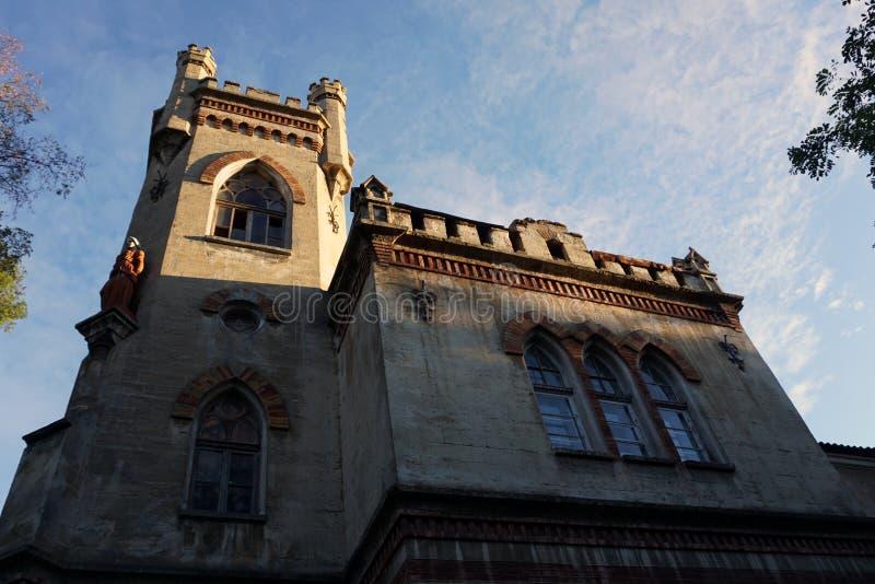 Старая старая церковь архитектуры в немецком стиле, нижнем взгляде стоковая фотография rf