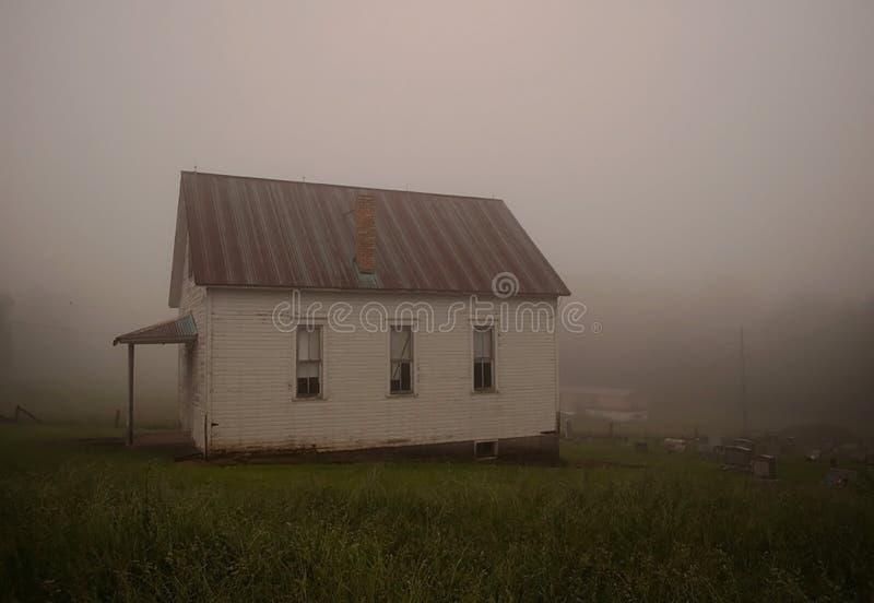Старая церковь в тумане стоковая фотография rf
