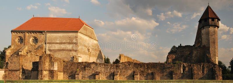 Старая церковь-крепость, часть в руинах стоковые фотографии rf