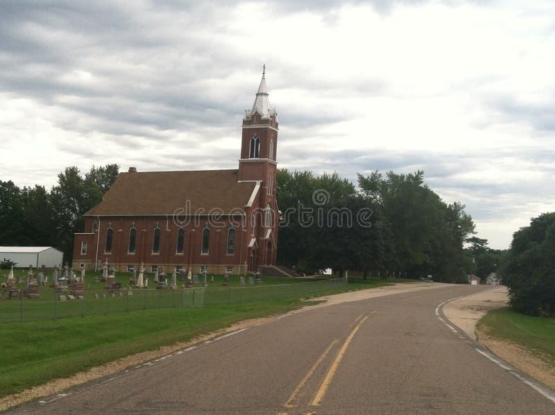 Старая церковь с погостом стоковые изображения rf