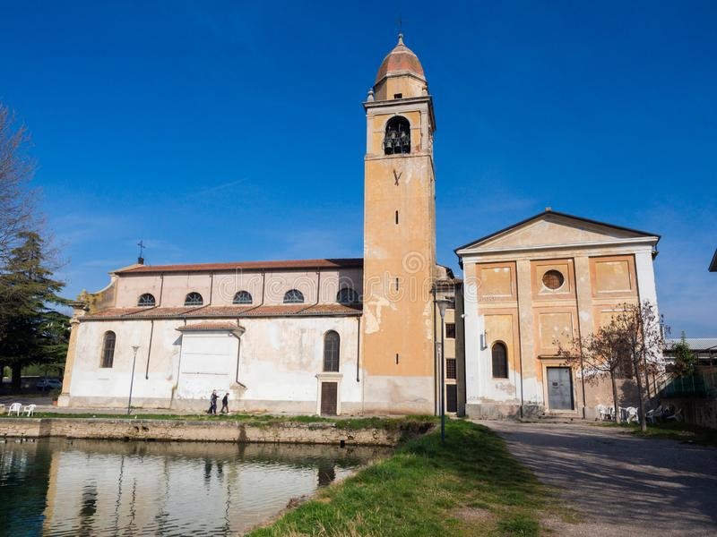 Старая церковь Santa Maria Assunta в Montorio, Вероне, Италии стоковое фото