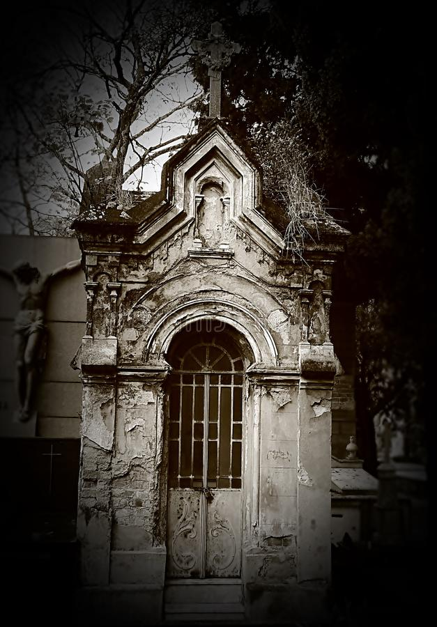 Старая часовня кладбища стоковые фотографии rf