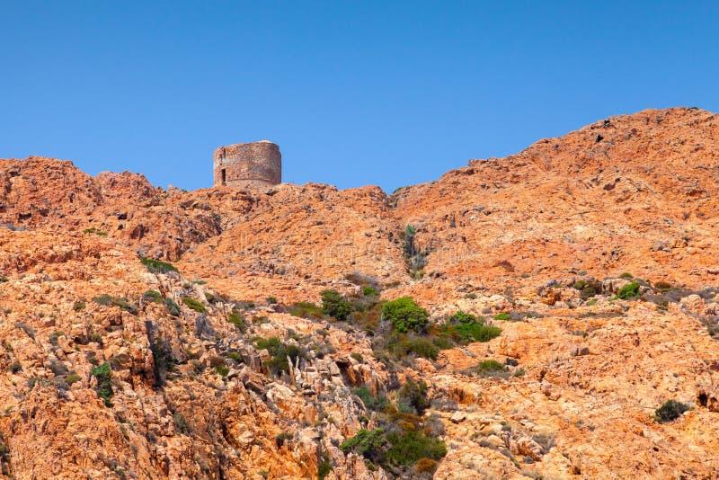 Старая Genoese башня на каподастре Rosso, Корсике стоковое изображение