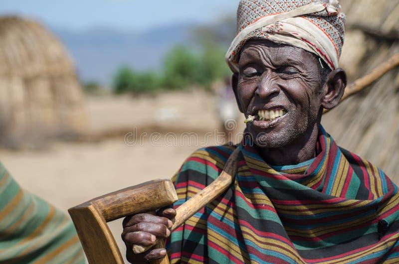 Старик от племени Arbore стоковые фото