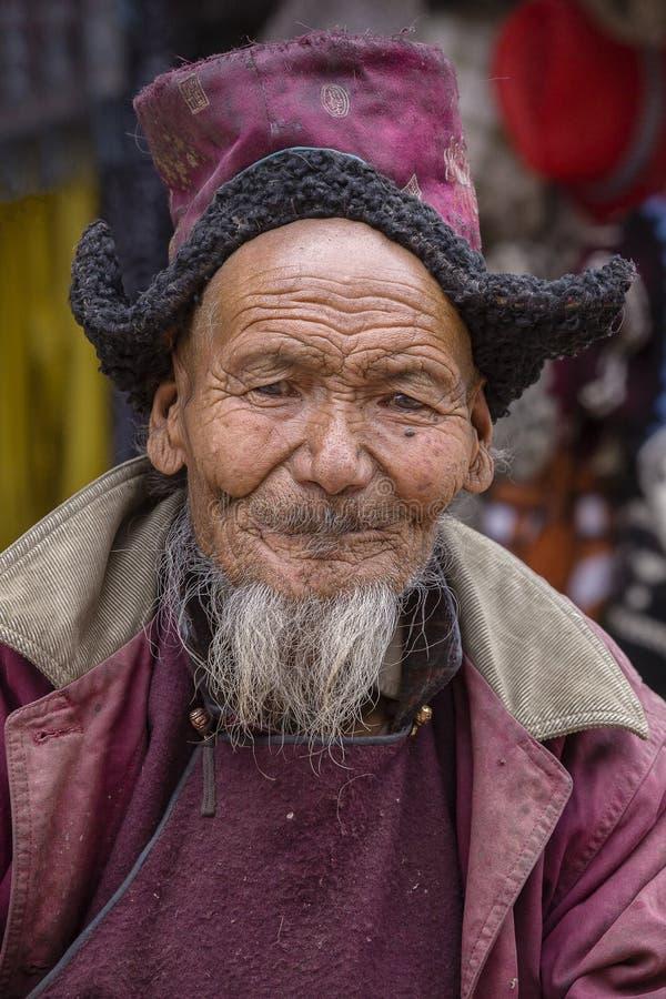 Старик портрета тибетский на улице в Leh, Ladakh, северной Индии стоковое фото rf