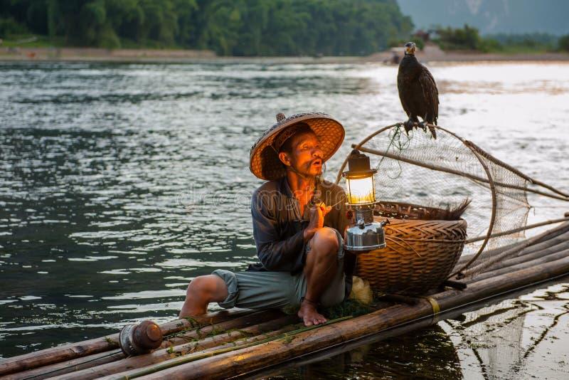 Старик рыбной ловли стоковые изображения