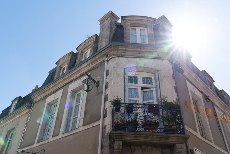 Старинное здание в guerande в западном побережье Бретань Франции атлантическом с солнцем стоковые изображения rf
