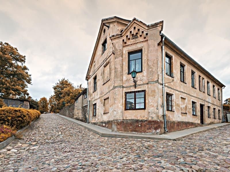 Старинные здания в старом захолустном европейском городе стоковые фото
